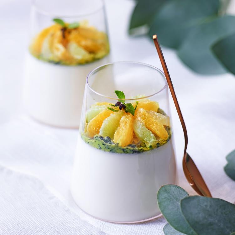 Recette de Panna cotta aux agrumes et au coulis basilic. Dessert de fête de la Maison Brémond 1830.