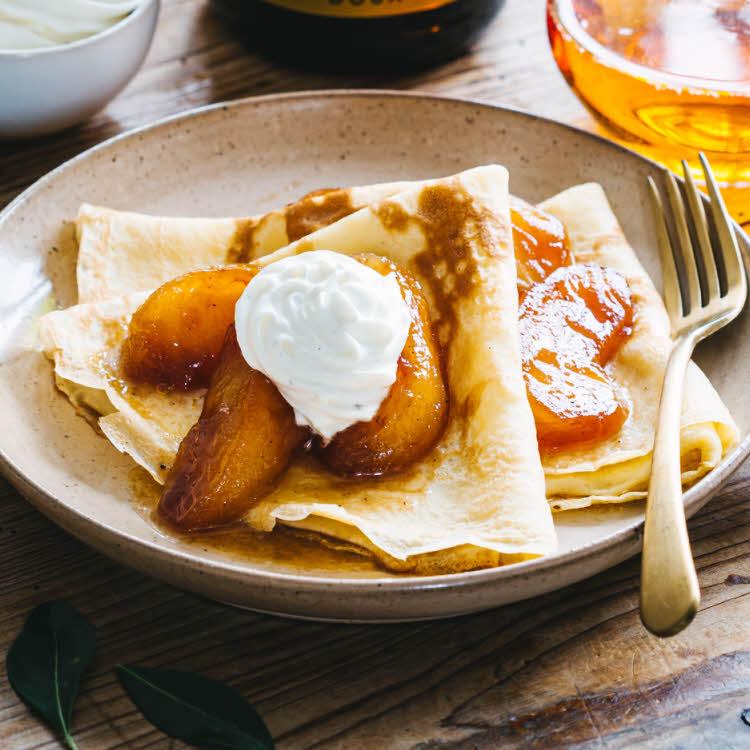 Spécial Chandeleur : recette des crêpes façon tatin au beurre de pommes.