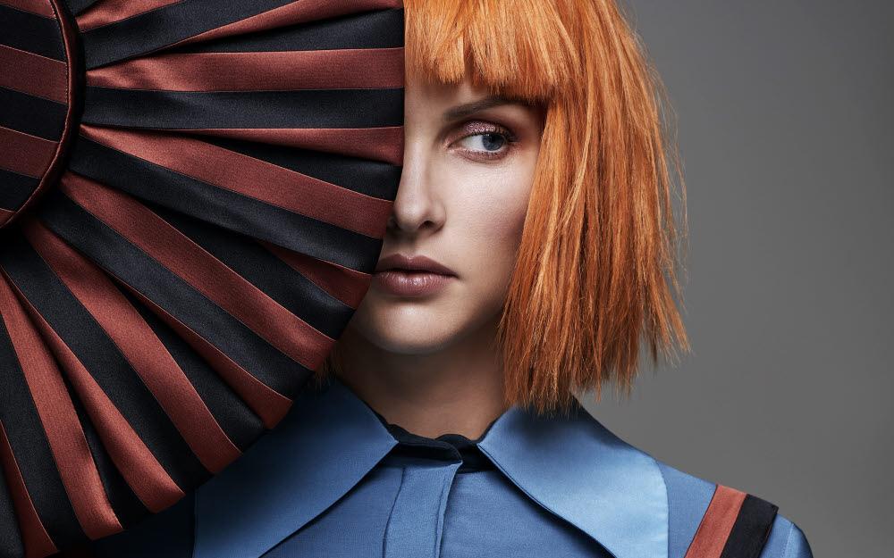 Coupe et coiffure pour cheveux mi-longs MANIATIS Paris - 2021.