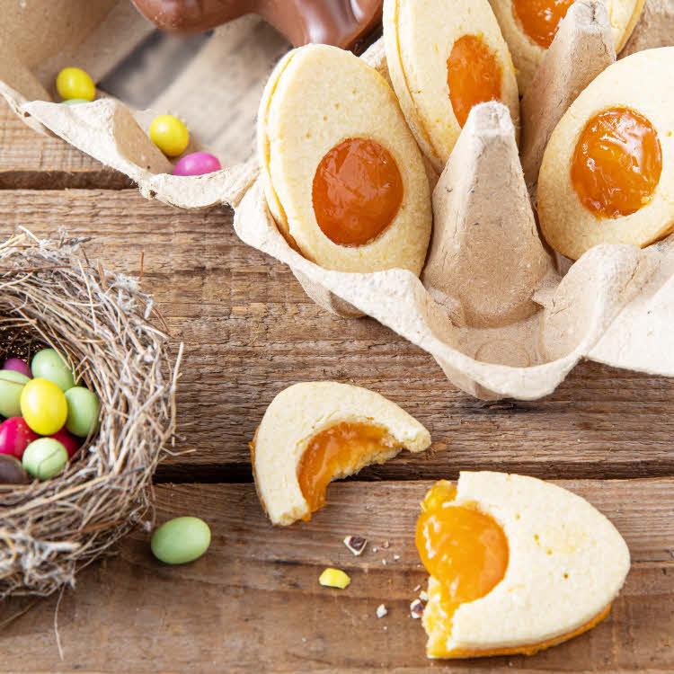 Recette de Pâques : biscuits de Pâques oeuf sur le plat en trompe-l'oeil.