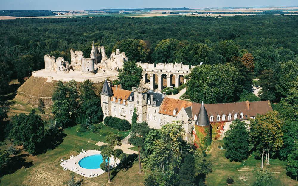 traversez les siècles en un séjour au Château de Fère
