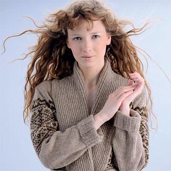 TRICOT GRATUIT - longue veste jacquard à col châle - Création Phildar