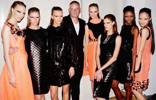 Giles Deacon crée une collection divine qui se lave en machine