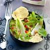 Salade mélangée et chips de Boursault au sésame