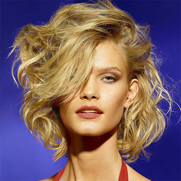 Coiffure cheveux mi-longs - VOG - tendances printemps-été 2014
