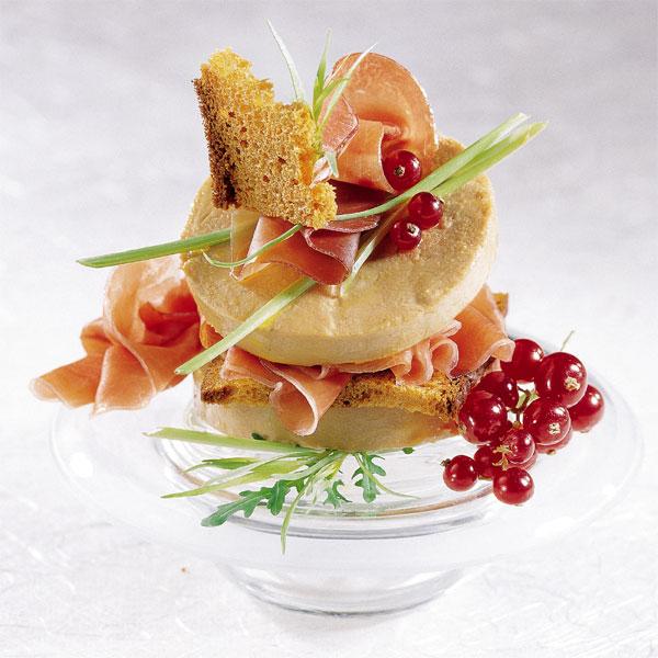 ZOOM Millefeuille mille saveurs au foie gras de canard mi-cuit