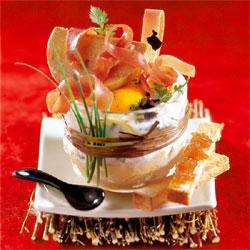 Œuf cocotte au jambon cru et au foie gras façon Compagnons du goût