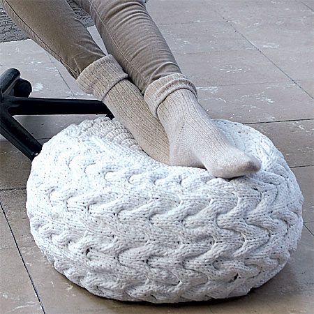 Maxi-pouf à tricoter au point tressé - explications gratuites.