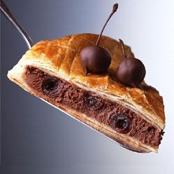 Galette des rois fourrée au chocolat et aux cerises Griottines