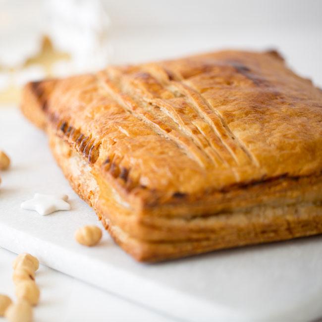 ZOOM recette galette des rois fourrée à la crème noisettes