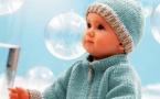 Tricots layette expliqués : gilet zippé et bonnet pour bébé © Phildar.