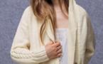 Modèle expliqué : gilet-veste à torsades et à col châle à tricoter © Phildar.