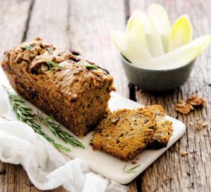 Cake aux endives, au potimarron et aux noix, parfumé au romarin.
