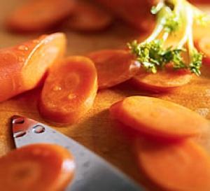 Noix de Saint Jacques, petits flans de carottes au coulis de persil