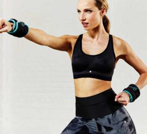 Panoplie idéale pour une séance de sport : brassière, leggings et baskets