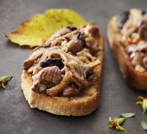Tartines croustillantes aux châtaignes et champignons des sous-bois ardéchois