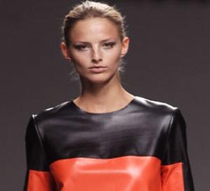 dress code : comment porter l'orange corail ?