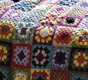 Modèle expliqué : plaid patchwork © Phildar.