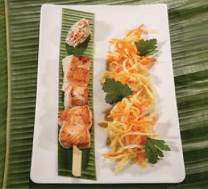 recette de Christian Bidard : Brochette de saumon, légumes au wok et rougail de tomate au lait de coco