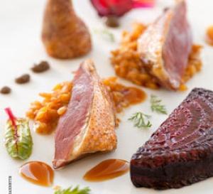 recette : pigeon rôti, risotto d'épeautre, condiment sésame