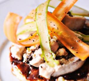 recette gastronomique : volaille farcie aux champignons, polenta crémeuse et coulis fruits rouges