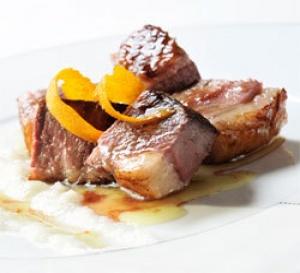 recette gastronomique : canard laqué au caramel de fructose et confiture d'oranges de Séville, purée de navets