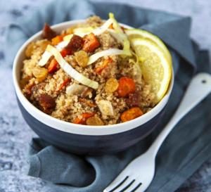 Recette vegan : salade de quinoa aux légumes rôtis, endives et fruits secs