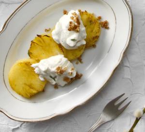 Dessert détox : ananas rôti au Rapadura, à la vanille et au gingembre