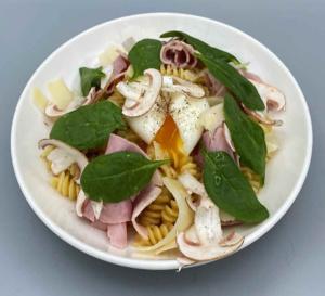 Fusilli, hachis de champignon rosées et oeuf mollet : recette de chef