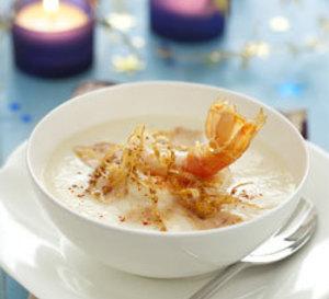 menu de fête : velouté de chou-fleur aux langoustines et foie gras croquant de sésame