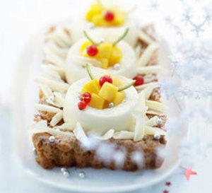 menu de fête : croquant aux amandes et douceur de crème au chocolat blanc