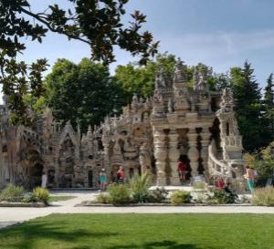 L'histoire du facteur Ferdinand Cheval et de son Palais Idéal