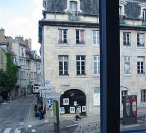 Envie d'un break ? direction le Doubs et Besançon, la ville bleutée