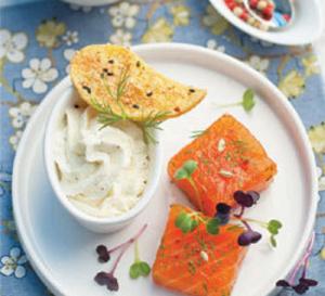 Recette : Saumon Gravlax et fleur de pommes de terre
