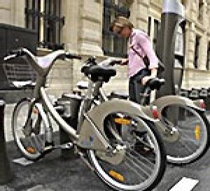 Velib', bol d'air en roue libre dans les rues parisiennes