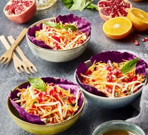 Palet moelleux à la noix de coco, billes de mangue, fruits de la passion et caramel au champagne