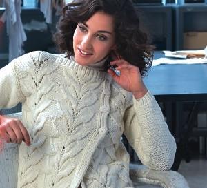 Ambiance cosy avec 2 tricots à réaliser : une veste croisée et un pouf