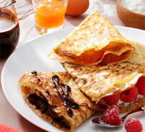 Crêpes croustillantes classiques aux œufs, à garnir de confiture, chocolat...