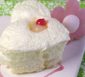 Recette light : duo de meringues en Chantilly à la rose, coeur de litchi