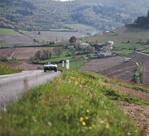 Tourisme et compétition en voitures anciennes : le Tour Auto Optic 2000