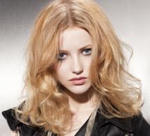 visage triangulaire et cheveux clairs : idées de coiffures personnalisées et tendances