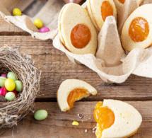 Biscuits de Pâques oeuf sur le plat en trompe-l'œil