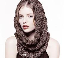 col cagoule et béret en tricot pour un look mode à petit prix