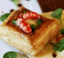 Un menu raffiné qui associe 3 plats de fête et du champagne