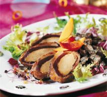 magret de canard farci au foie gras, avec pommes et champignons