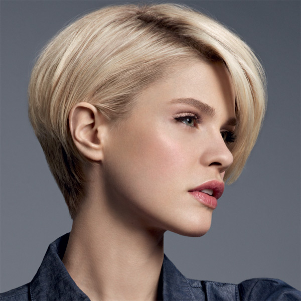 Coupe de cheveux court femme visage long