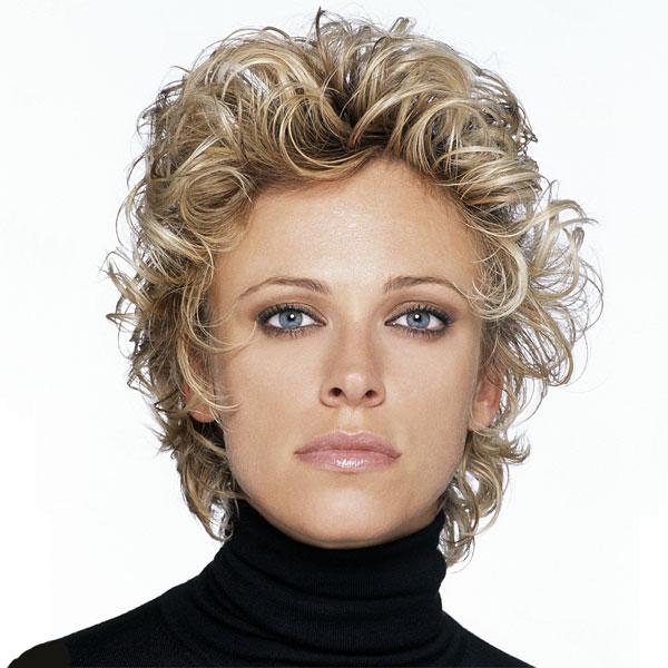 coupe de cheveux boucles mi long femme coloration des cheveux moderne. Black Bedroom Furniture Sets. Home Design Ideas