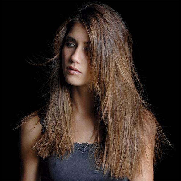 Coupe de cheveux mi long cheveux raide
