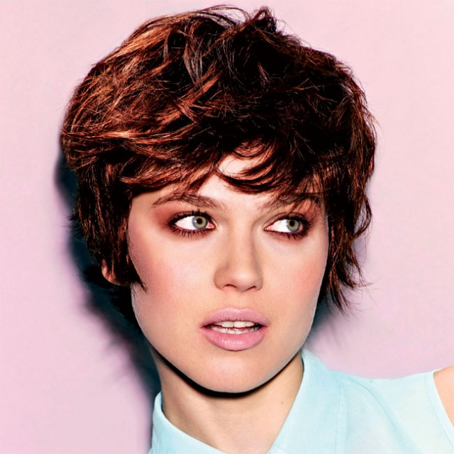 Model de coiffure sur cheveux court